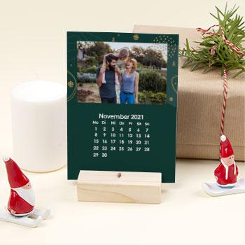 Tischkalender mit Holzfuß